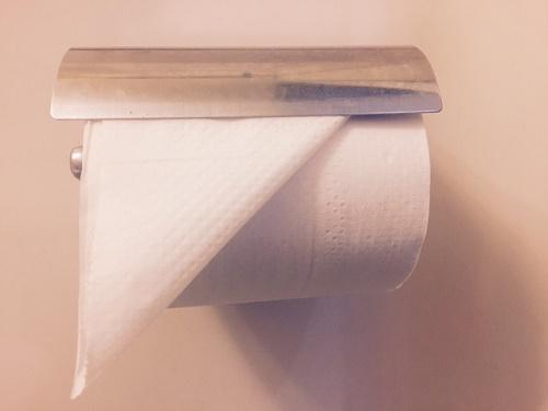 トイレットペーパー 折り方